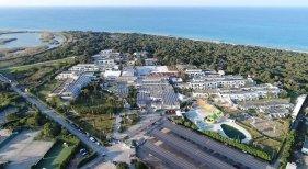 Turismo de sol y energías renovables|Foto: Paneles solares en el hotel Robinson Club Apulia de TUI- TUI Group