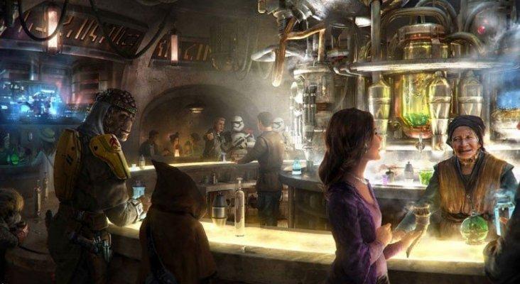 Disneyland ofertará alcohol por primera vez en su historia|Foto: La Cantina de Oga, donde se venderán bebidas alcohólicas vía CNN