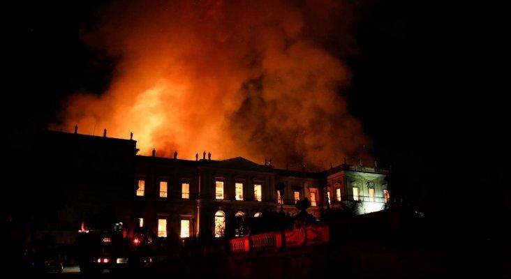 Incendio devora reliquias arqueológicas del Museo Nacional de Brasil Foto: MARCELO SAYÃO- EFE vía El País