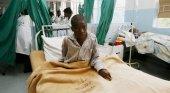 Emergencia sanitaria en Zimbabue por el cólera|Foto: Paciente enfermo de cólera- Desmond Kwande- AFP- vía El País