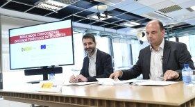 Red.es subvenciona 24 proyectos de turismo inteligente con 68,3 millones|Foto: David Cierco (izq.) junto a Francisco Javier García Vieira-Red.es