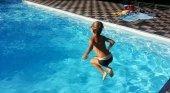 Turista exige indemnización por salvar a dos niños que se estaban ahogando