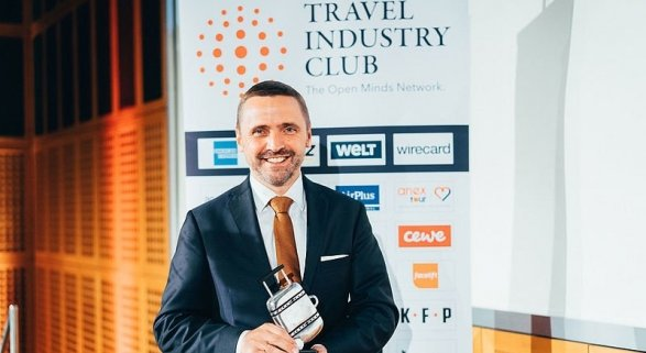 Thomas Bösl recibe el distintivo 'Travel Industry Manager 2018'   Foto: TIC