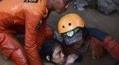 Decenas de atrapados bajo los escombros de dos hoteles de Indonesia|Foto: El País