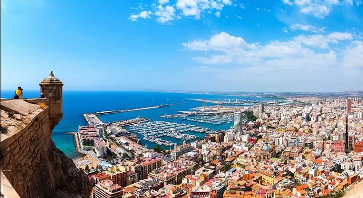 Diario provincial canadiense sitúa a Canarias y Costa Blanca en Italia|Foto: Costa Blanca-Expedia