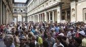 La ciencia se alía con el arte para evitar colas en los museos|Foto: Multitudinaria cola en la galería de los Uffizi, en junio de 2016- Gianni Cipriano- NYT vía El País