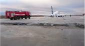 Avión destroza tren de aterrizaje tras tomar tierra en pista en reparaciones