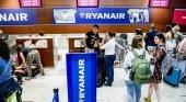 Italia prohíbe cobrar por equipaje de mano a Ryanair y Wizz Air|Foto: Xavier Cervera vía La Vanguardia
