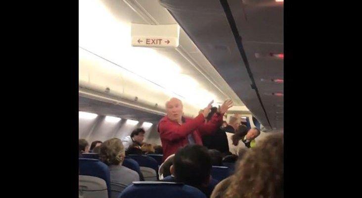Expulsan a dos pasajeros españoles de vuelo de KLM por no hablar inglés