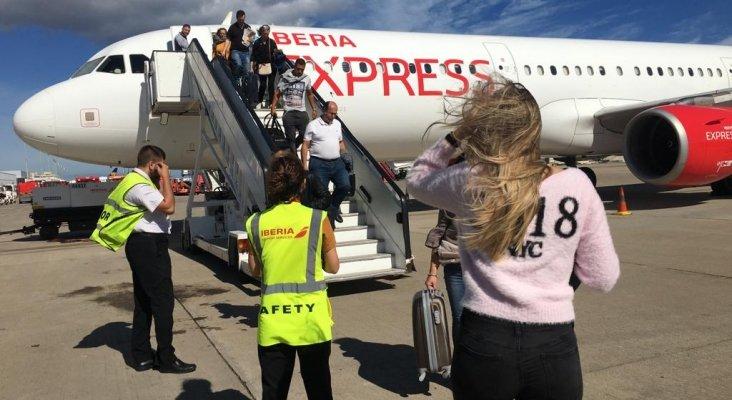 Pieza en la pista impacta contra avión durante despegue en Gran Canaria