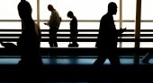 Abandonan a anciano con Alzheimer en el aeropuerto