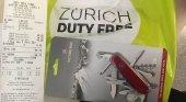 El duty free del aeropuerto de Zúrich vende navajas suizas |Foto: Ángel Peláez