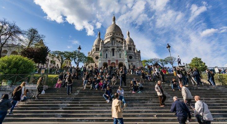 Perfil del turista español que viaja por Europa|Foto: Turistas en Montmartre, París
