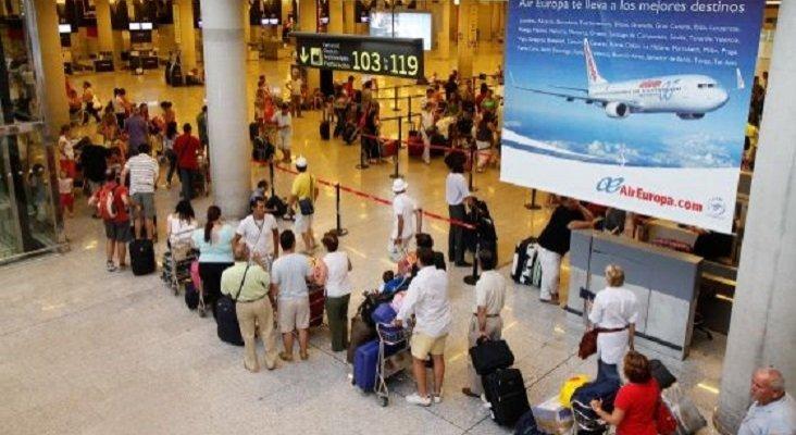 El Brexit colapsaría el control de equipajes de los aeropuertos baleares|Foto: Aeropuerto de Palma de Mallorca - Tolo Ramón vía El País