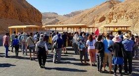 Egipto recupera el turismo cultural|Foto: Entrada del Valle de los Reyes hace unos días- aze vía Touristik Aktuell
