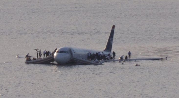 Plane crash into Hudson River (crop)