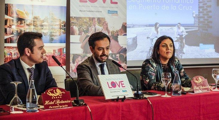 De izqda. a dcha. Gustavo Escobar, alcalde de Puerto de la Cruz; Dimple Melwani, concejala de Turismo; y Gustavo Escobar, director del Hotel Botánico