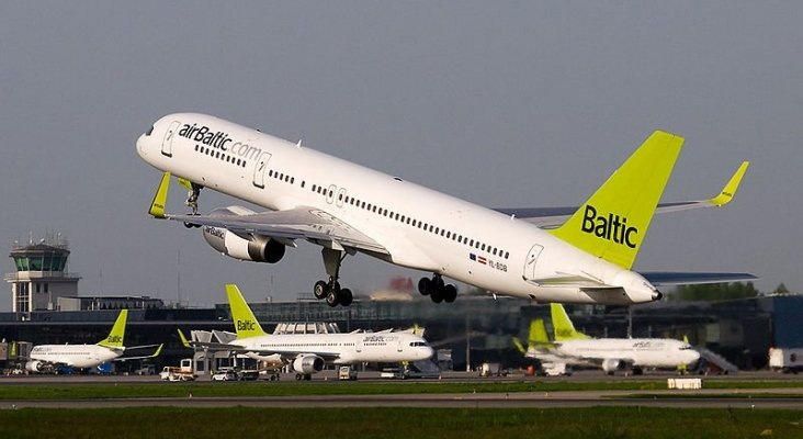 800px AirBaltic Boeing 757 200 at RIX
