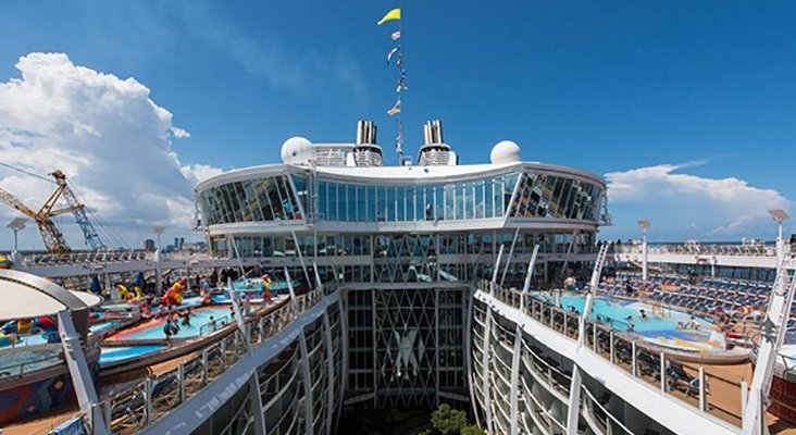 Cientos de pasajeros intoxicados en crucero de Royal Caribbean