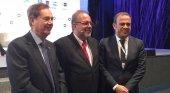 D. Gabriel Escarrer Juliá, D. Manuel Marrero Cruz, Ministro de Turismo de Cuba y D. Gabriel Escarrer Jaume (Exceltur VIII Foro, enero 2016)