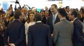 Los Reyes de España intercambian impresiones con Gabriel Escarrer Juliá y André Gerondeau, de Meliá Hotels International