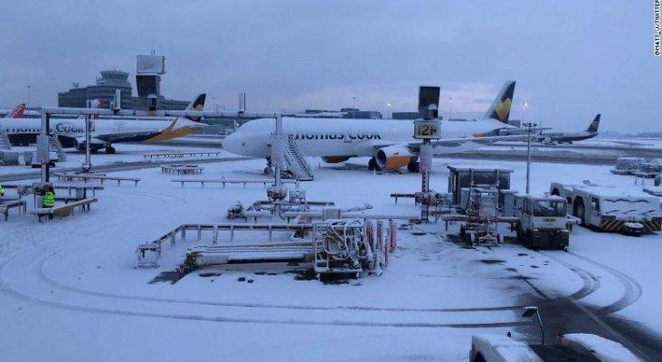 Aeropuerto de Manchester cerrado por la nieve |Foto: CNN