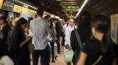 La huelga del metro de Barcelona amenaza al WMC | Foto: Viajeros del Metro de Barcelona- EFE vía El Confidencial