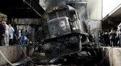 Un brutal accidente de tren en El Cairo deja 20 muertos y 40 heridos| Foto: El estado del tren tras el accidente- AP vía Clarín