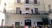 Vecinos ocupan un edificio histórico para evitar que se convierta en hotel de lujo | Foto: Twitter Casa Buenos Aires- Vallvidrera vía La Vanguardia
