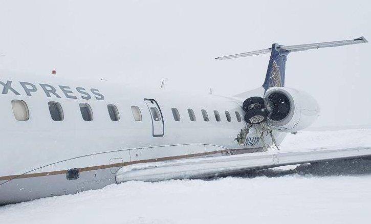 Avión pierde tren de aterrizaje tras salirse de pista|Foto: Crown of Maine