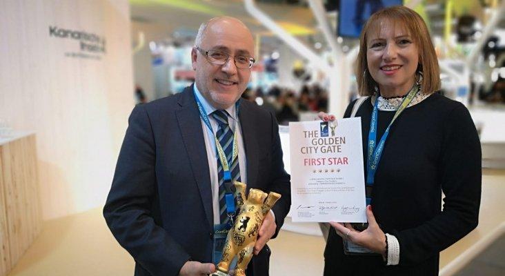 Antonio Morales, presidente del Cabildo de Gran Canaria; y  Inés Jiménez, consejera de Turismo del Cabildo de Gran Canaria, recogieron el premio Das Golden en Berlín