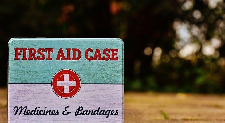 ¿Debes hacer un escrito o pagar los gastos médicos de un cliente accidentado en el hotel?