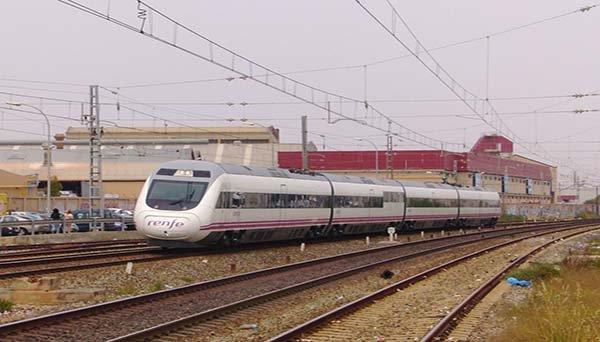 Un maquinista de Renfe abandona el tren con 109 personas a bordo