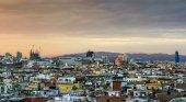 Barcelona privatiza el control de los pisos turísticos
