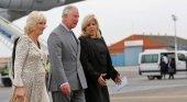 El príncipe Carlos y su esposa Camila llegando al Aeropuerto José Martí de La Habana