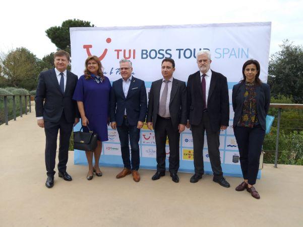 De izq a dhca: Kyril y Ellana Peskov (fundadores de iTravex), Pere Granados (alcalde de Salou); Taras Demura (CEO TUI Russia & CIS), Marti Carnicer y Marta Farrero (presidente y directora Patronato de Turisme de la Diputació de Tarragona).