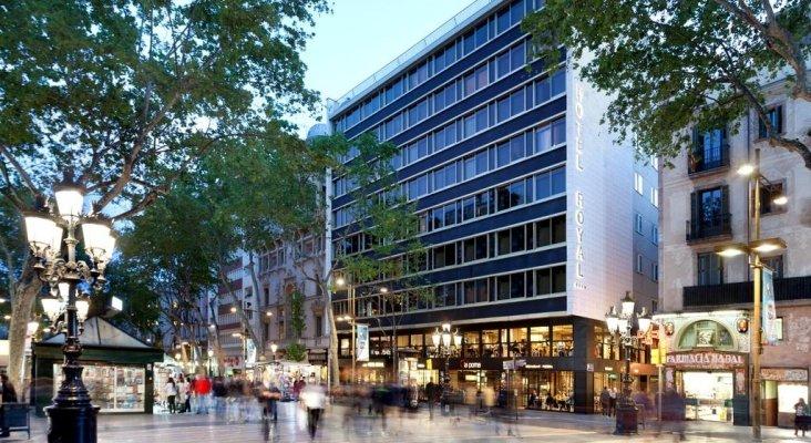 Mujer herida tras caerle encima la ventana de un hotel en Barcelona | Foto: Booking.com