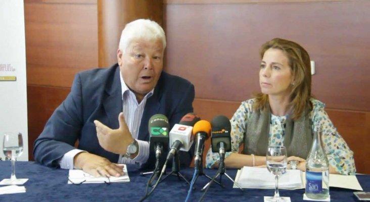 Se fusionan las dos patronales turísticas de Lanzarote, Victoriano Elvira y Susana Pérez firmaron los acuerdos