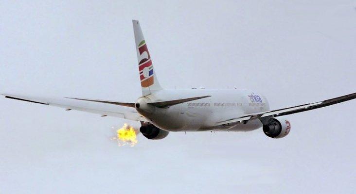 Un Boeing 767 regresa al aeropuerto por un incendio en el motor   Foto: Youtube