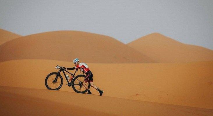 Estrella Michelin compite en una carrera de mountain bike por desierto   Foto: titandesert.com