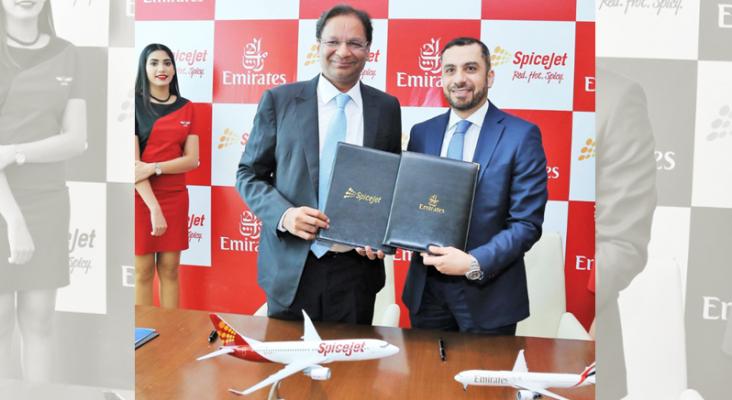 Emirates se alía con un nuevo socio indio | Foto: Ajay Singh, presidente y director general de Spice Jet (izq.) y Adnan Kazim, vicepresidente senior de la división de planificación estratégica, optimización de ingresos y asuntos aeropolíticos de Emirates