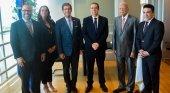 R. Dominicana y Puerto Rico se alían para potenciar el turismo aéreo y de cruceros | Foto: Francisco Javier García, ministro de Turismo de República Dominicana (tercero por la dch.) y Luis Rivera, secretario de Estado de Puerto Rico (tercero por la izq.)