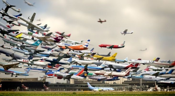Montaje fotográfico del artista fotógrafo Cy Kuckenbaker que refleja el colapso en los aeropuerto