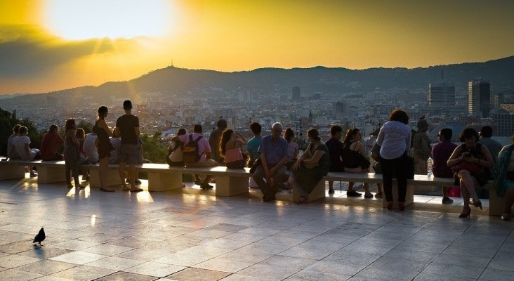 Políticos de Barcelona apuestan por subir la tasa turística