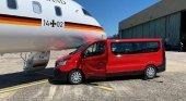 Camioneta impacta contra el avión oficial de Angela Merkel