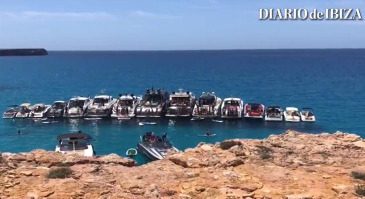 Denuncian una fiesta a bordo de 17 barcos en aguas protegidas de Formentera | Foto: Diario de Ibiza