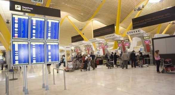 Empleados de Aena atienden al doble de pasajeros que la francesa ADP con un salario inferior | Foto: Iberia Airlines CC BY 2.0