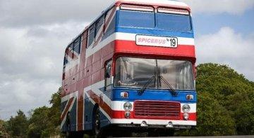 El autobús oficial de las Spice Girls, disponible en Airbnb
