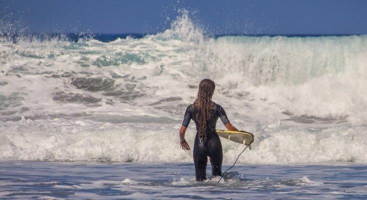Torrevieja modificará su ordenanza de playas para permitir el surf