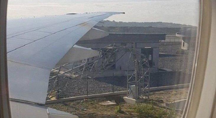 Un Boeing derriba una torre de luz en el nuevo aeropuerto de Turquía